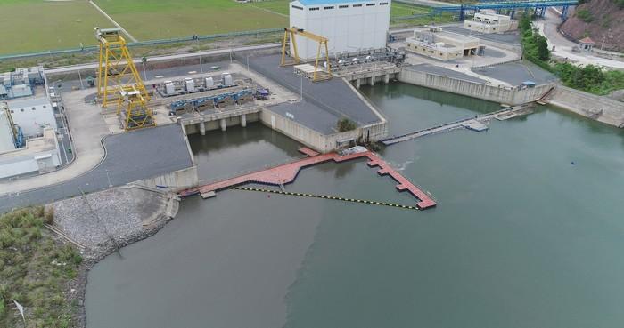 aquatic debris barrier